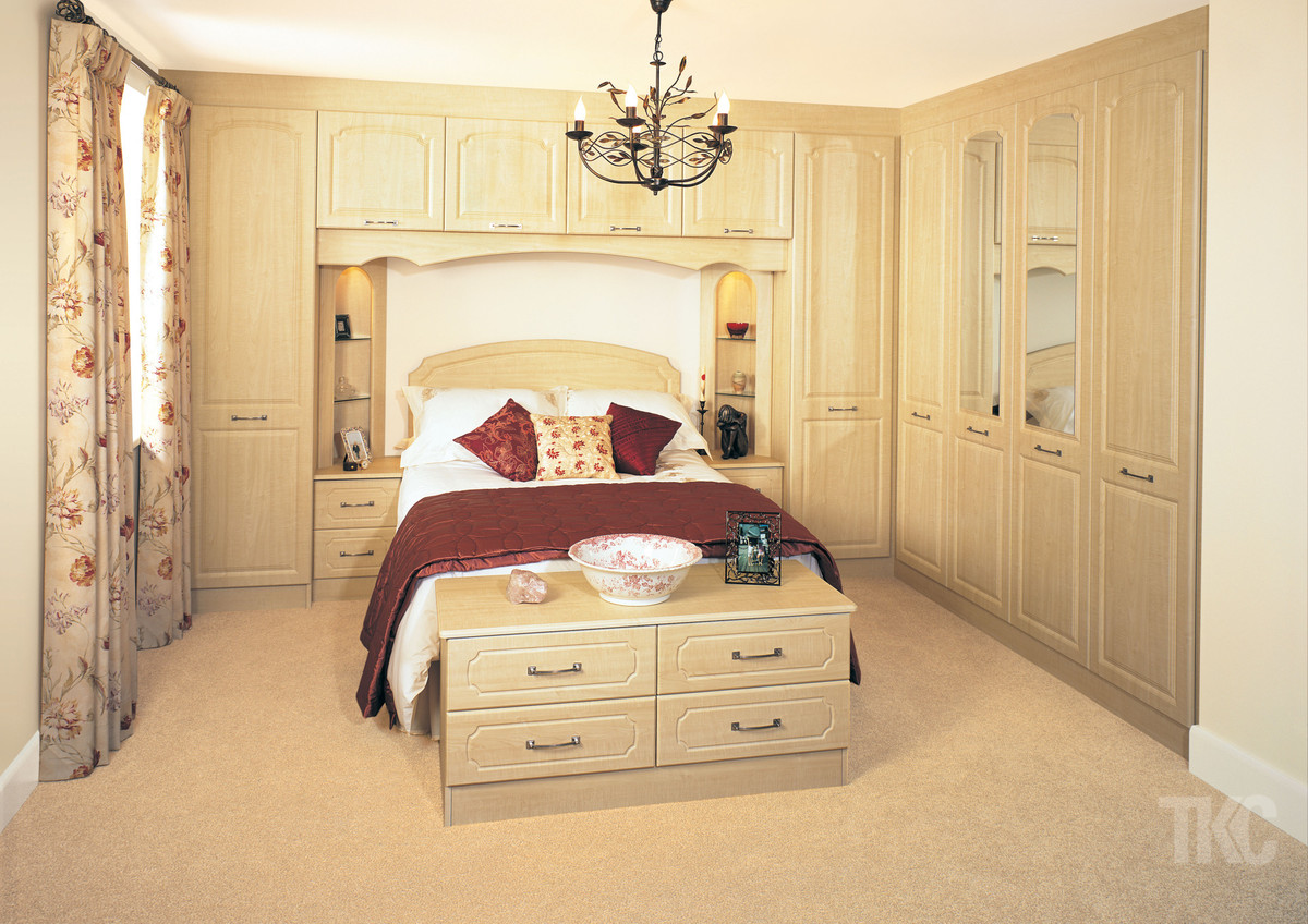 Designer bedroom furniture uk ideas for fitted beespoke bedrooms designer kitchens and - Designer bedroom picture ...