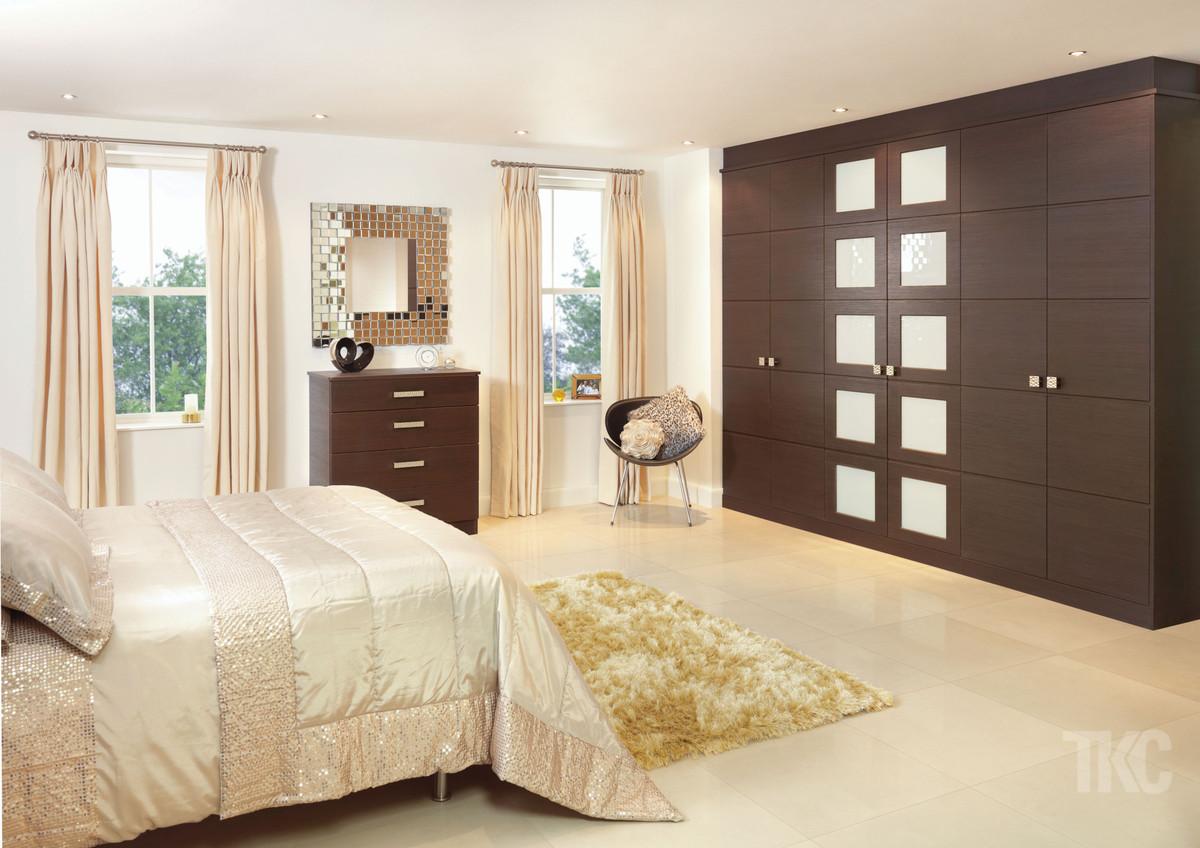 Designer bedroom furniture uk ideas for fitted beespoke for Bedroom builder